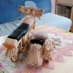 Geflochtenes Mottorrad mit Seitenwagen